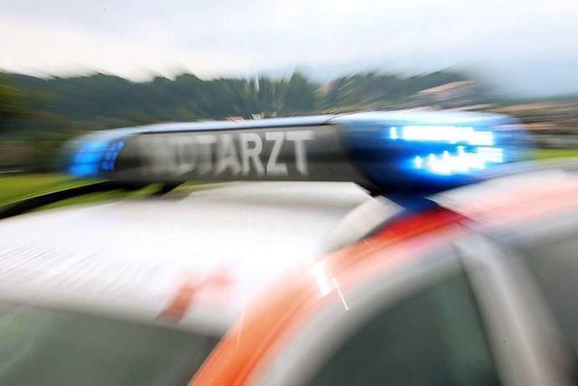 Bus bei Kirchzarten erfasst 27-jährigen Fußgänger