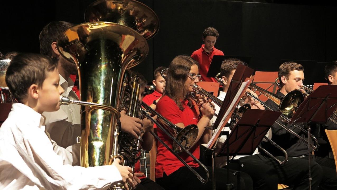 Wie die Profis: das Jugendorchester de...im unter der Leitung von Nicola Müller  | Foto: Philipp