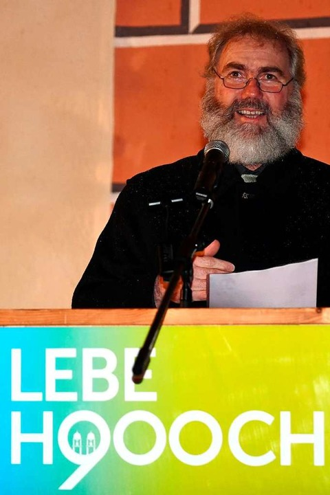 Pfarrer Klemens Armbruster liest aus s...ief an die künftigen St. Märgener vor.  | Foto: Wolfgang Scheu