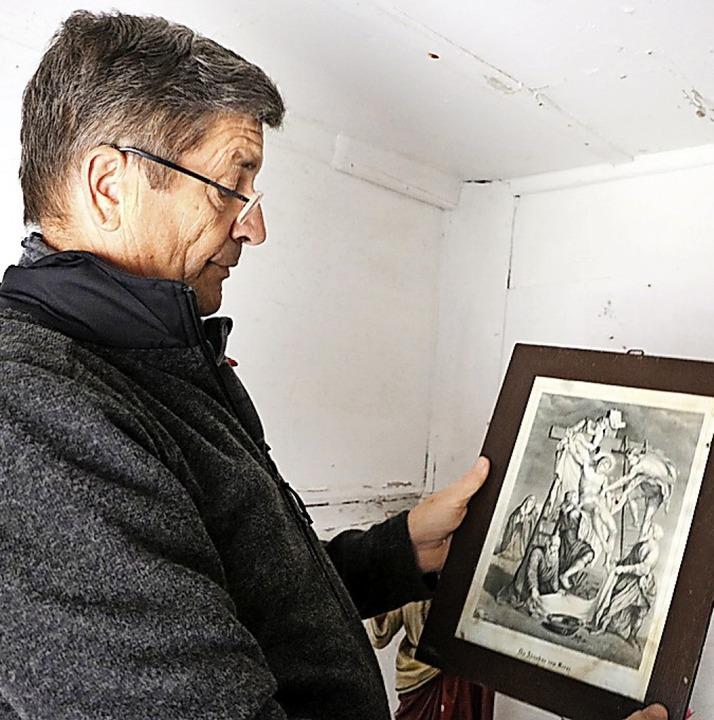 Bilder mit religiösen Motiven schmücke..., das Alter der Bilder herauszufinden.  | Foto: Martha Weishaar