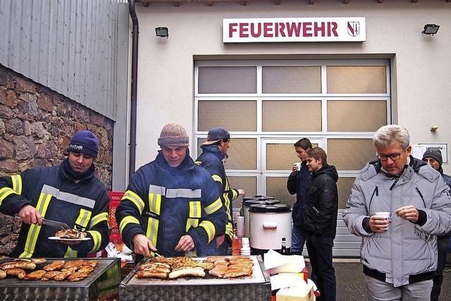 Grillfeuer hilft Feuerwehr