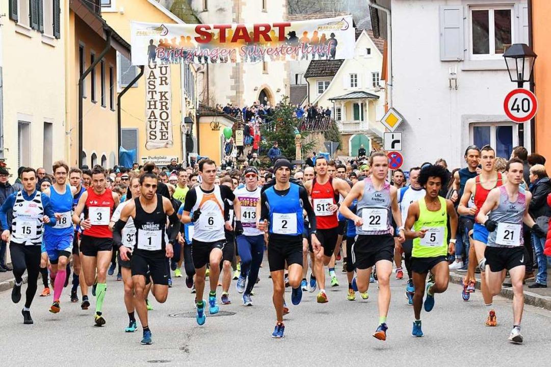 Schon beim Start ganz vorn dabei: der ...q (1) und der Dritte Bruno Schumi (5).  | Foto: Achim Keller