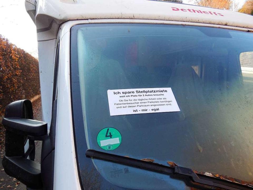 Wohnmobile sind nicht überall gerne ge...indschutzscheibenaufkleber verpasst.    | Foto: Jelka Louisa Beule