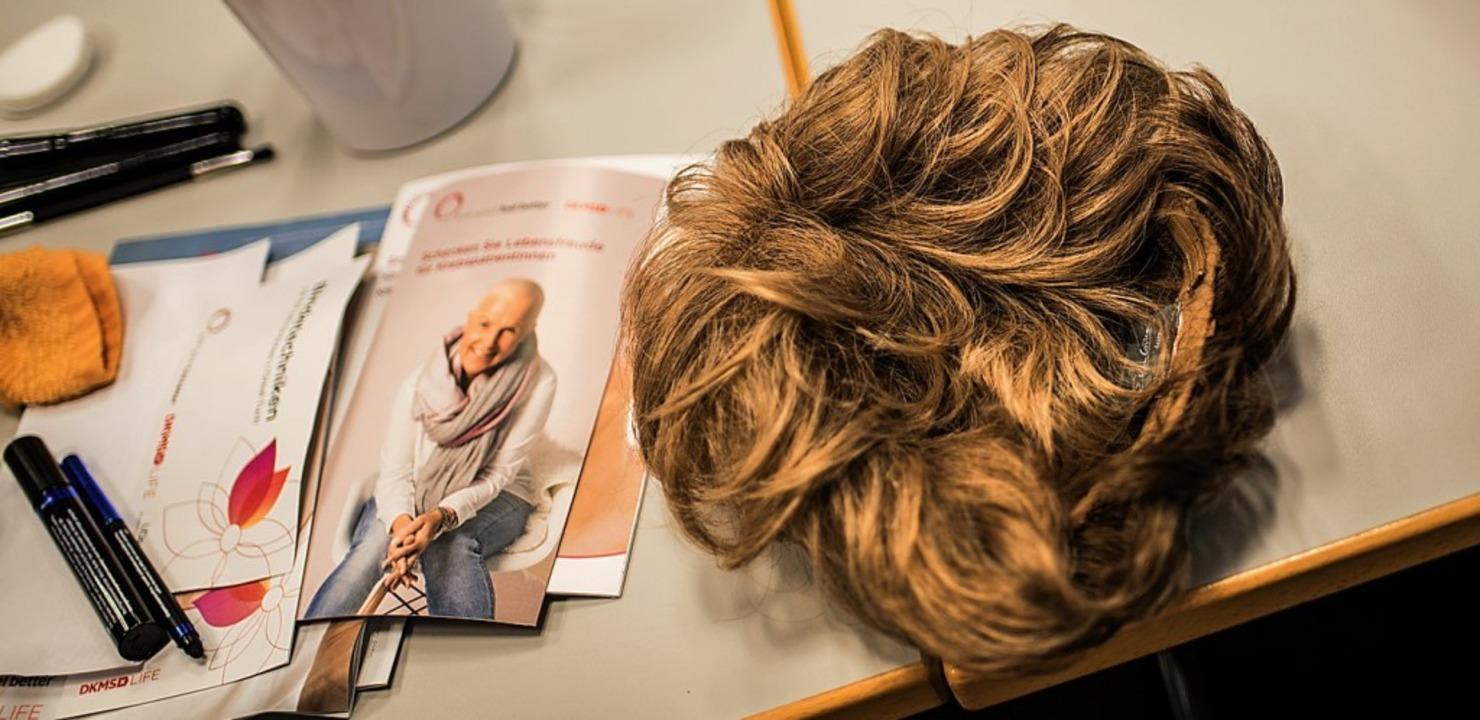 Bei einer Chemotherapie verlieren Kreb...rücke kann sich nicht jeder  leisten.     Foto: Symbolfoto:Arnold (dpa)