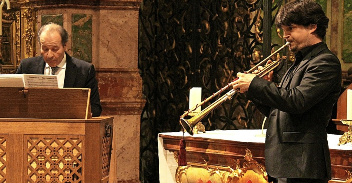 Johannes Götz (Orgeln) und Immanuel Ri...it einer historischen Barocktrompete.   | Foto: Erich Krieger
