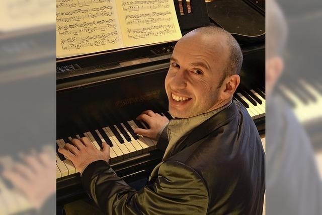Georg Mundrov spielt im Inzlinger Wasserschloss Beschwingtes aus Wien