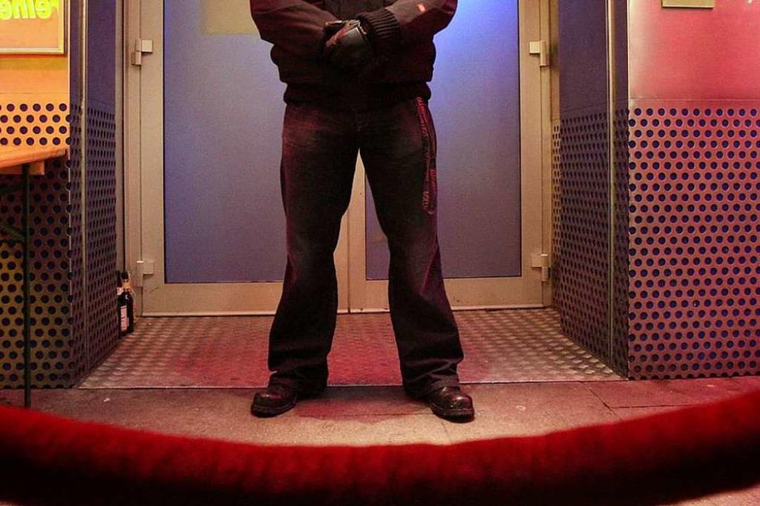 Die Polizei Freiburg ermittelt wegen d... der Intensivstation behandelt werden.  | Foto: dpa