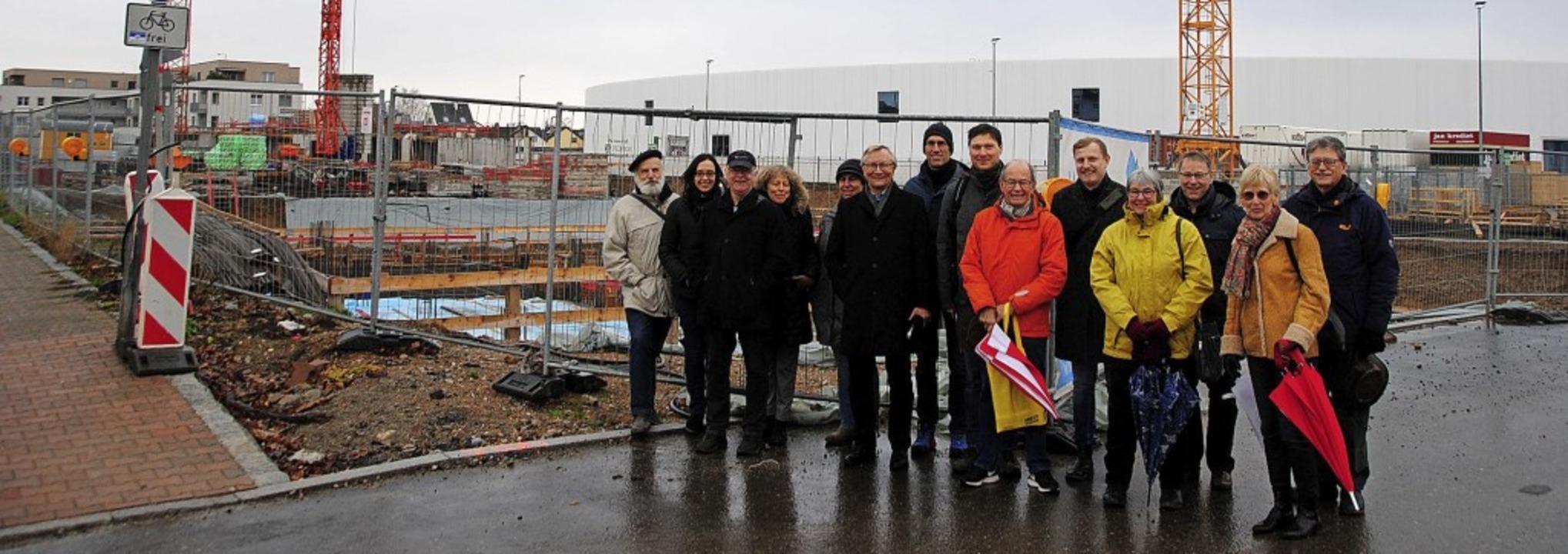 Sie trotzten dem Wetter beim Neujahrss...r Baustelle  der Städtischen Wohnbau.   | Foto: Sedlak
