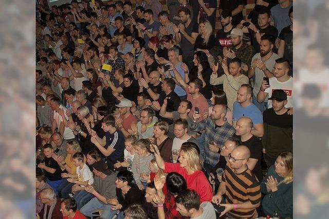Zuschauer machen die Arena zum Hexenkessel