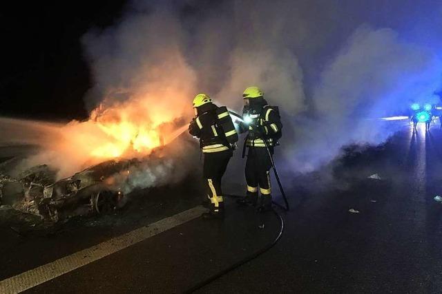 Pkw gerät nach Auffahrunfall auf A 5 in Brand