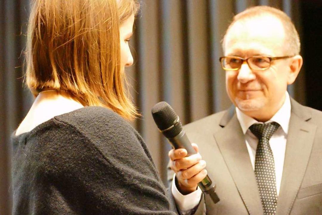 Bürgermeister Oliver Friebolin stellte...van der Hoofd mit einem Interview vor.  | Foto: Victoria Langelott