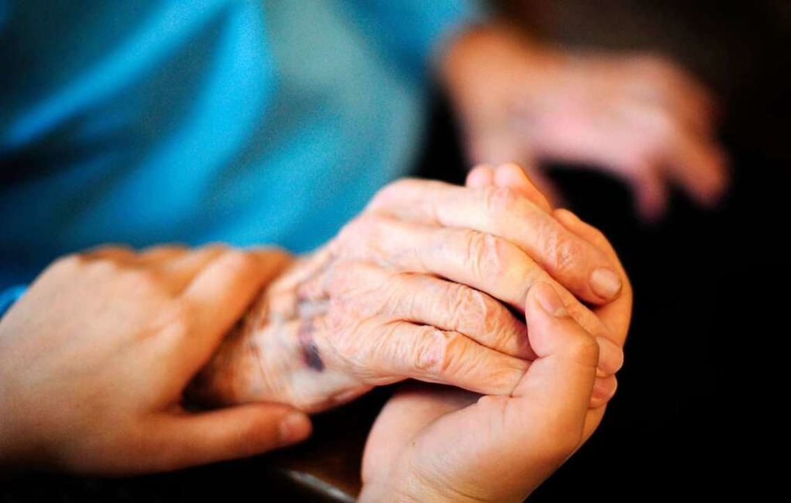 Henkel reicht seinen Beschäftigten bei...nzierung der Pflege im Alter die Hand.    Foto: Daniel Reinhardt