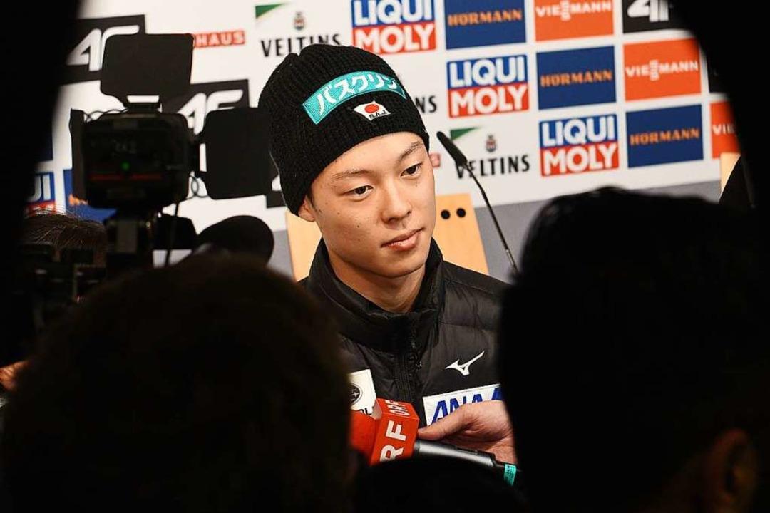 Lange Sprünge, kurze Sätze: Der Japane...ayashi gab sehr wenig über sich preis.    Foto: dpa