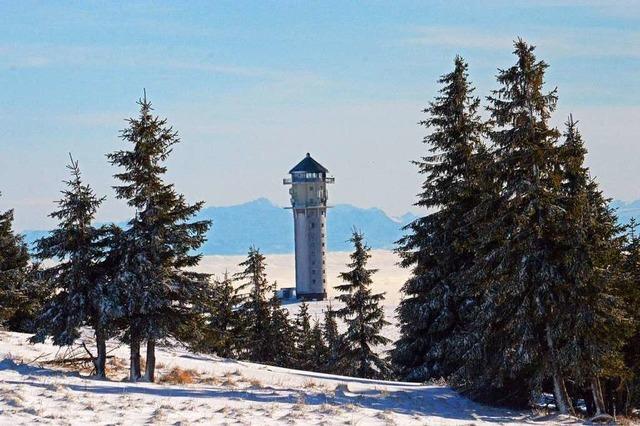Der Feldbergturm im Schnee