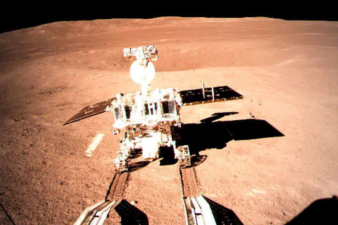 """Das Roboterfahrzeug """"Jadehase 2&... der Rückseite des Mondes untersuchen.    Foto: dpa"""