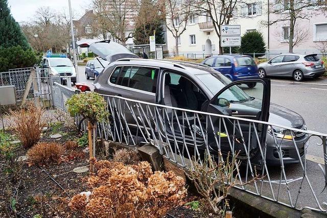 Unfall nach Einparkversuch in Lörrach – ein Verletzter