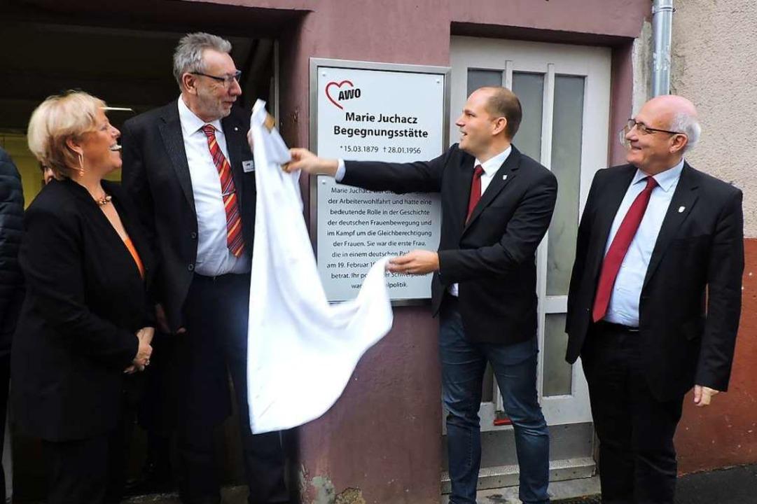 Oberbürgermeister Roman Götzmann (2.v....strede, Alexander Schoch ein Grußwort.  | Foto: Sylvia Sredniawa