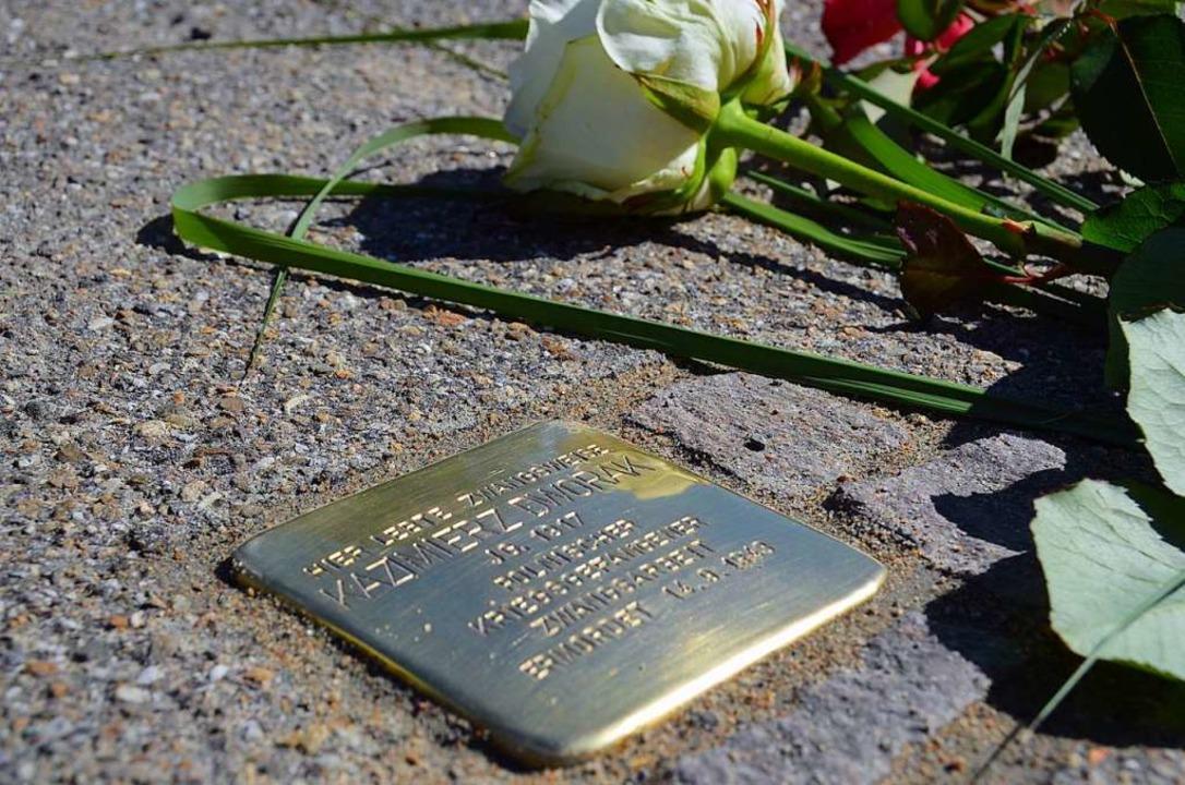 Stolpersteine, wie auf dem Bild in Den...n bald auch in Lörrach zu finden sein.  | Foto: Max Schuler