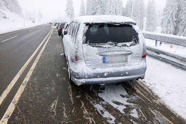 Polizei lässt Autos im Skigebiet Feldberg abschleppen