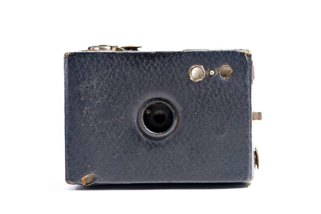Camera obscura: Bei Lochkameras fällt ...ichen Papier ausgekleidete Rückseite.   | Foto:  BALASZESKUL