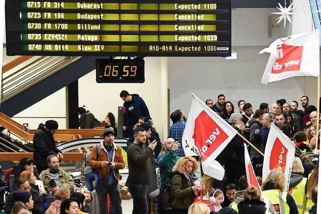 Verdi ruft zu weiteren Warnstreiks an Flughäfen auf