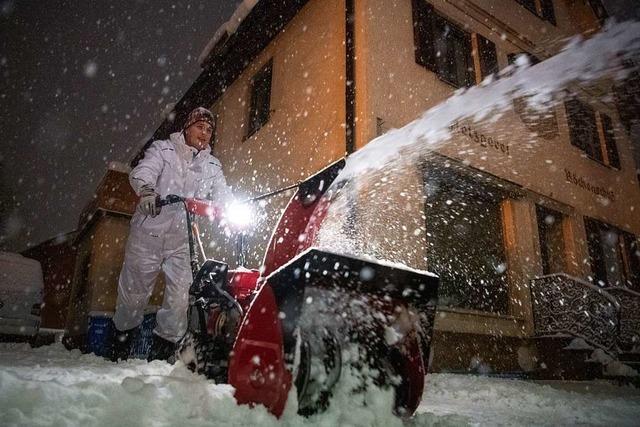 Schnee lähmt Verkehr in Bayern – Freier Tag für viele Schulkinder