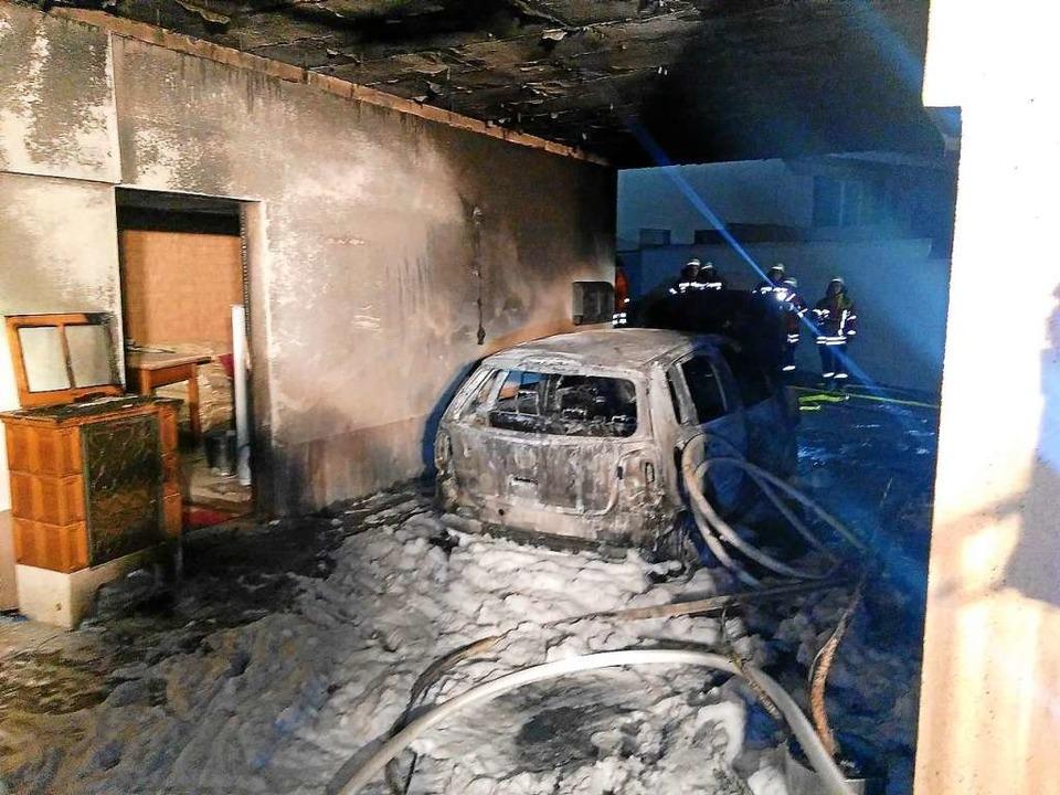 Nicht mehr gebrauchen sind Fahrzeuge, ...e das Feuer   seinen Ausgang genommen.  | Foto: privat
