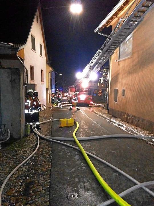 45 Mitglieder der Vogtsburger Feuerweh...d in der Achkarrer  Schlossbergstraße.  | Foto: privat