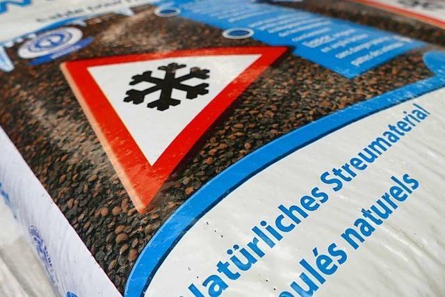 Rheinfelden: Tongranulat soll gegen Glätte helfen