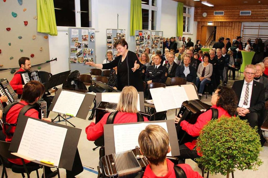 Der Akkordeon-Spielring Umkirch-Gotten...ra Krumm sorgte für gute Unterhaltung.  | Foto: Mario Schöneberg