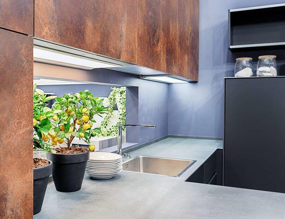Modernes Oberflächendesign im Rostlook verleiht der Küche einen warmen Farbton.  | Foto: Svetlana Vasilyeva via AdobeStock