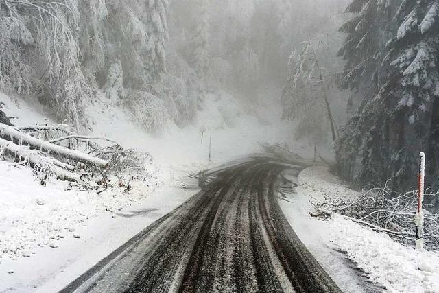 Wintereinbruch: Mehrere Straßen auf den Höhen sind gesperrt