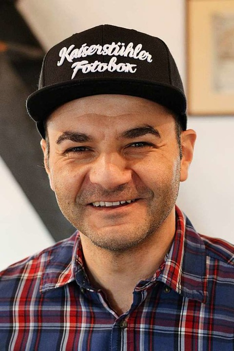 Christof Eltjes hat mit Skateboardvide...pst er Neugeborene und Hochzeitspaare.  | Foto: Joshua Kocher