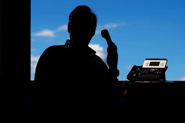 Falsche Polizisten fordern am Telefon Geld