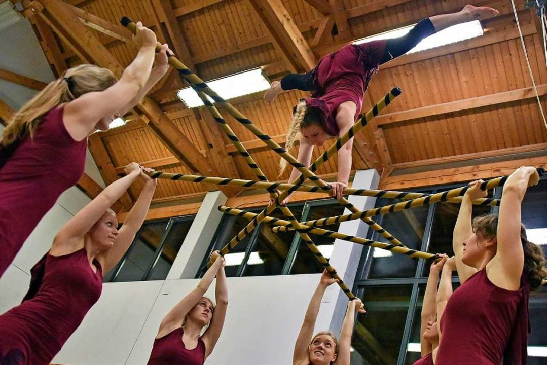 Der Sportverein PTSV Jahn bietet auch Akrobatik-Showtanz an.  | Foto: Michael Bamberger