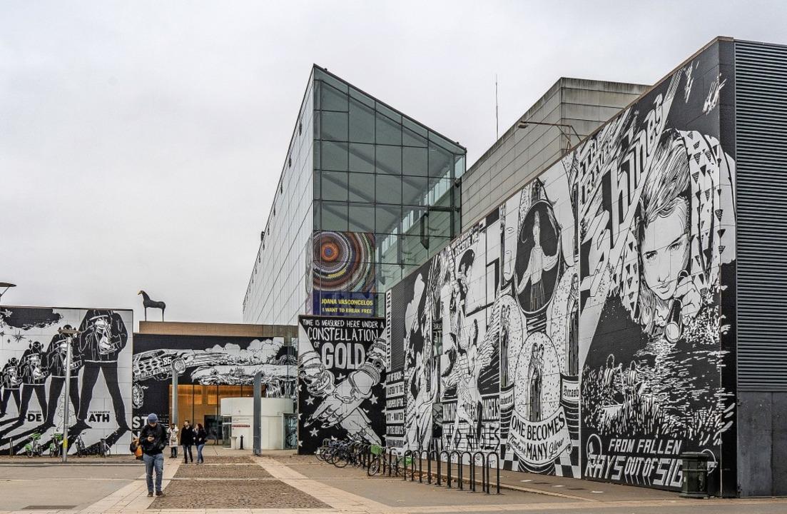 Im Außenbereich hat das amerikanische ...ntale Street-Art-Kunstwerke verpasst.     Foto: teli