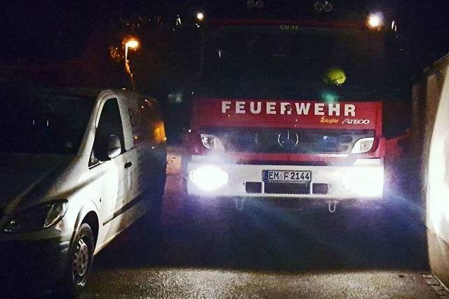 Parkende Autos behindern die Feuerwehr in Emmendingen