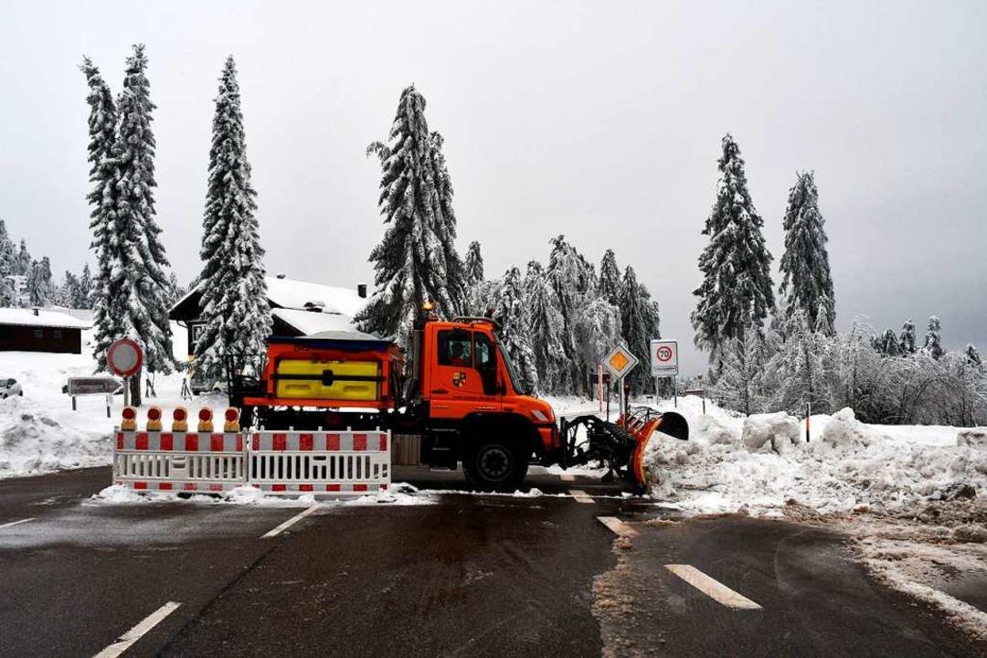 Zwischen Mummelsee und Unterstmatt ist...warzwaldhochstraße weiterhin gesperrt.  | Foto: Margull