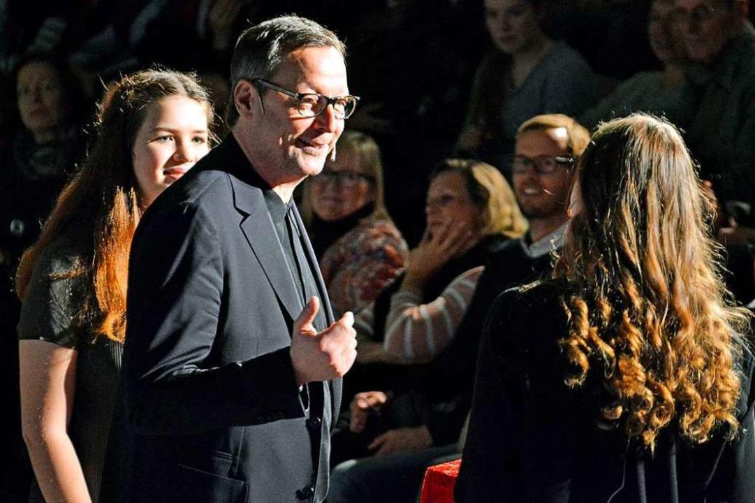 Schauspieler Matthias Brandt beim Talk...licia Delb (links) und Yara Schweizer.    Foto: Michael Bamberger
