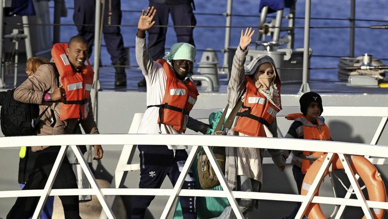 Am Mittwoch konnten die von der  &#822...0; Geretteten in Malta an Land gehen.     Foto:  afp