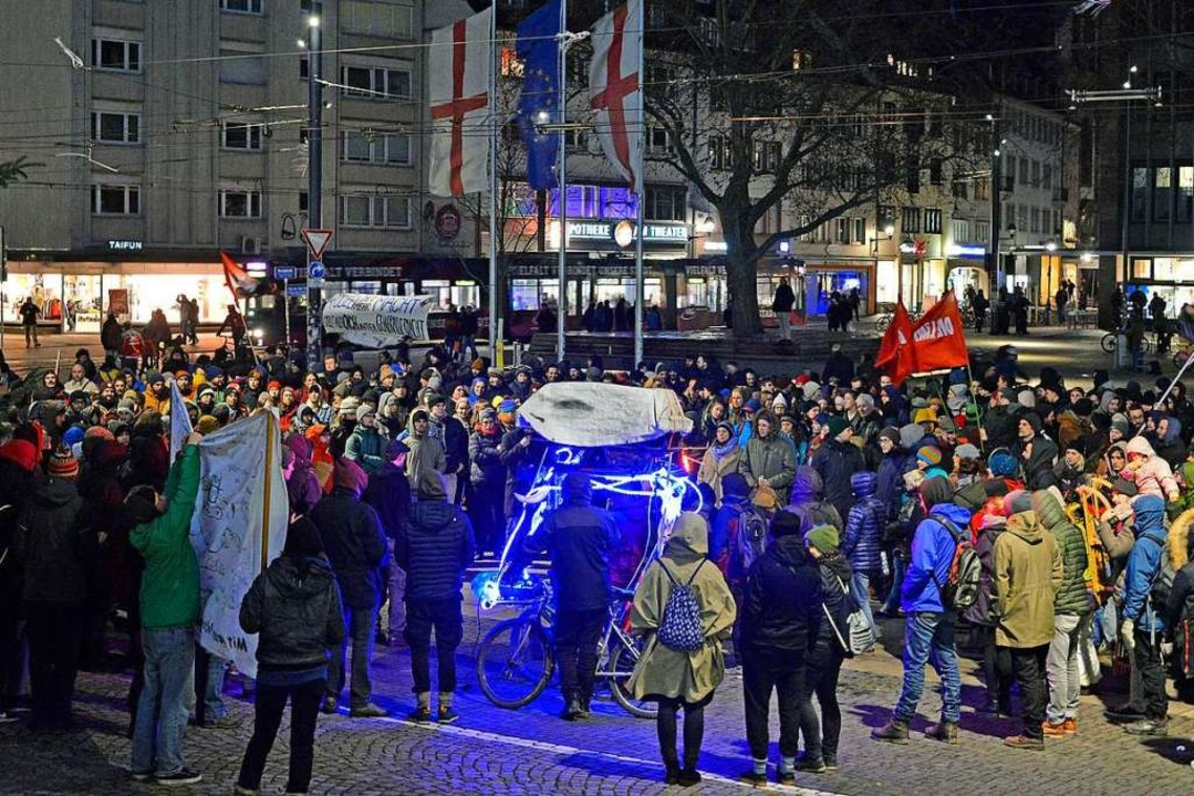 Zwischen 600 und 800 Menschen kamen zur Demonstration.  | Foto: Michael Bamberger