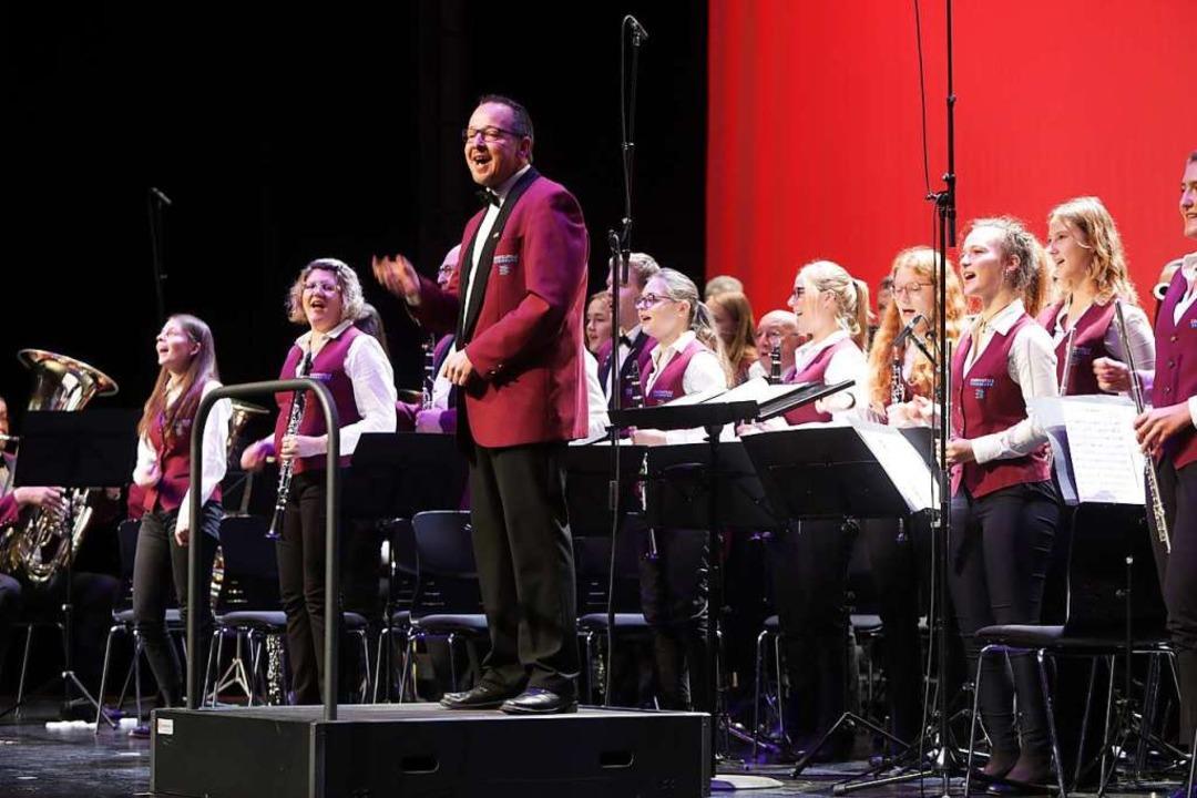 Nicht minder begeisterungsfähig: die O... einmal mehr ihre musikalische Klasse.  | Foto: Christoph Breithaupt