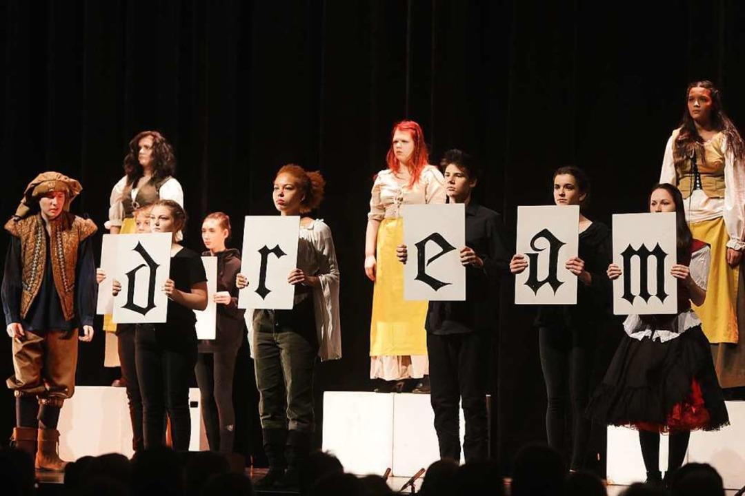 Träume. Denke. Handle. Die Junge Theat...t auch Offenburgs neuen OB inspiriert.  | Foto: Christoph Breithaupt