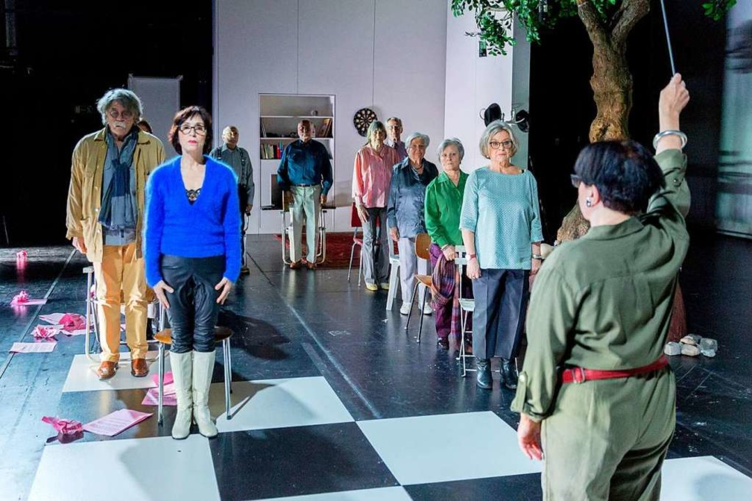 Lebensentwürfe und Sichten auf '68: Szene aus Veit Arlts Inszenierung    Foto: Rainer Muranyi