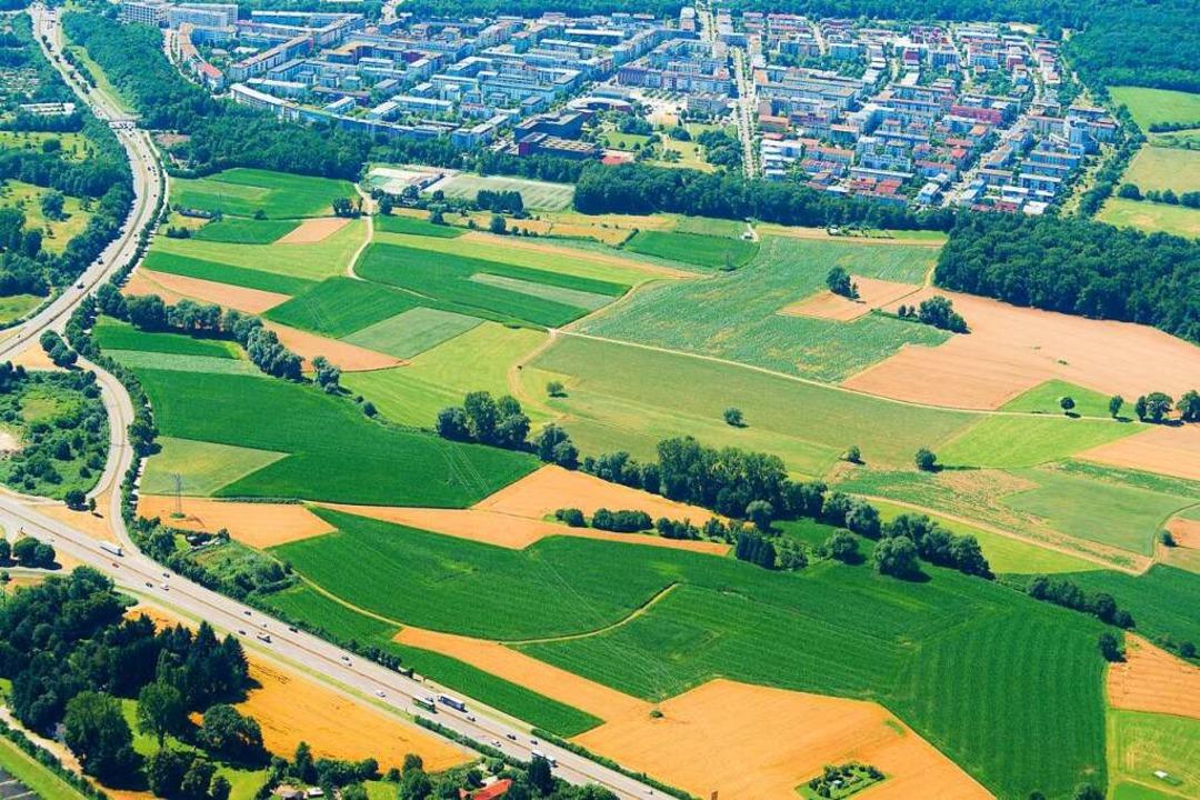 Bekommt Freiburg einen neuen Stadtteil... Zubringers (im Bild unten) entstehen.  | Foto: Nils Theurer