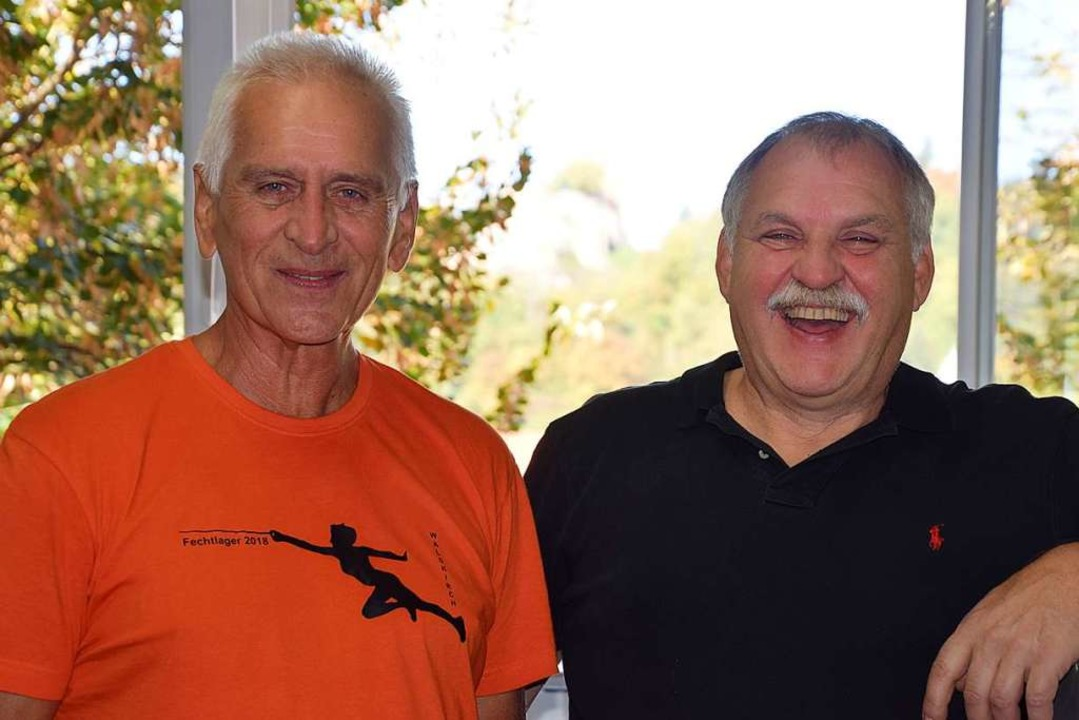 Manfred Beckmann (rechts) und  Rolf Ka...n mit den Basler Fechtern in Waldkirch  | Foto: Hubert Bleyer