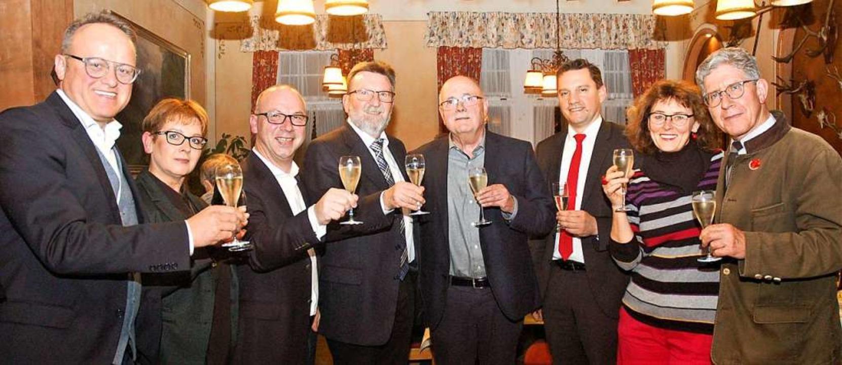 Mit Sekt wurde beim Neujahrsempfang de...Oberbürgermeister  Wolfgang G. Müller.  | Foto: Wolfgang Beck