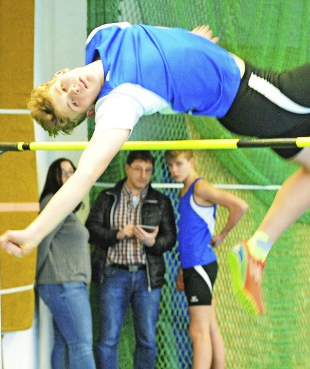 Hochspringer Emmanuel Molleker verfehl...um einen Zentimeter den Hallenrekord.     Foto: ottmar Heiler