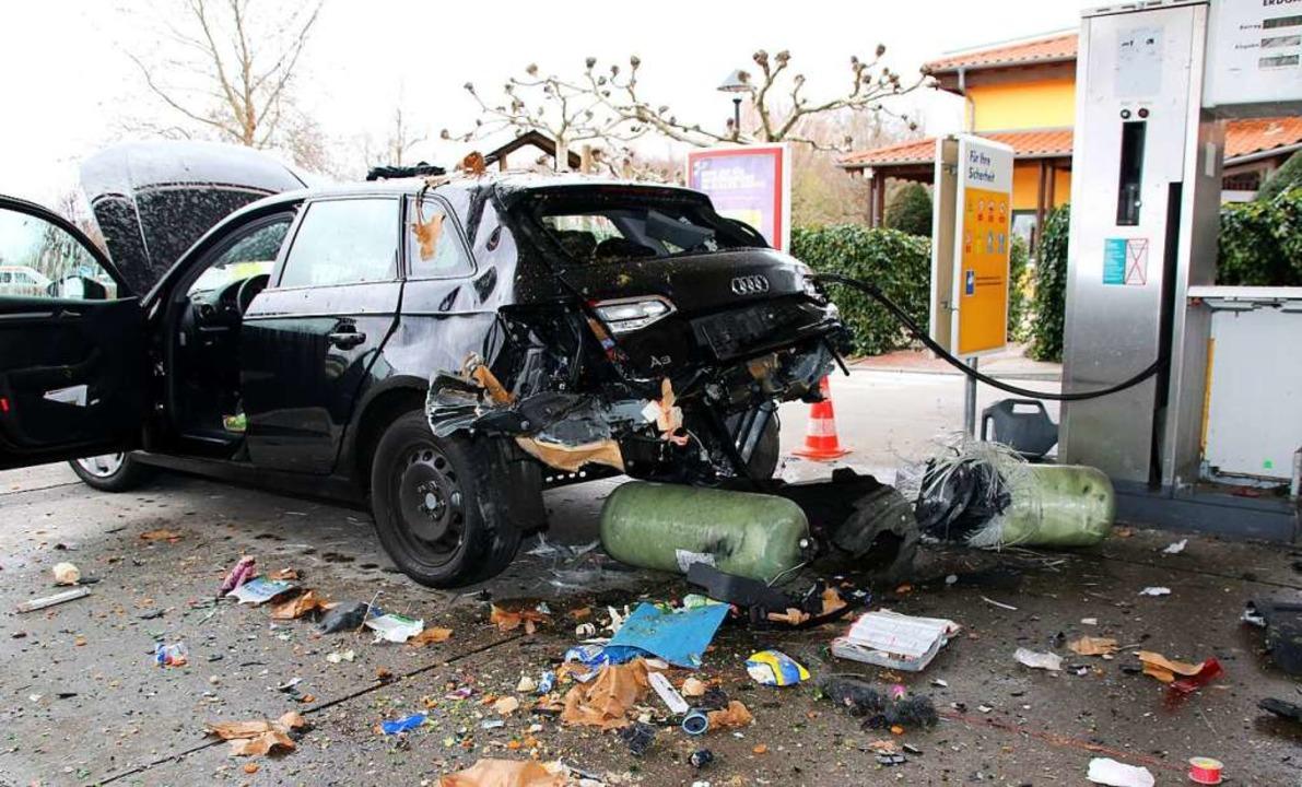 Beim Betanken mit Erdgas wurde das Hec...udi A 3 durch eine Explosion zerfetzt.  | Foto: Roland Spether