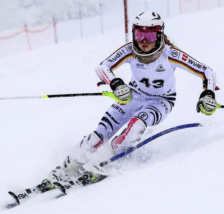 Bei Schneegraupel und Nebel am Stübenw...ste: Laura Disch vom Skiteam Freiburg   | Foto: Siegmund